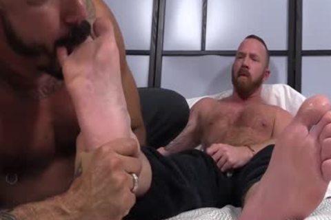 Muscled males Red And Alessio acquire lewd As They suck Toes