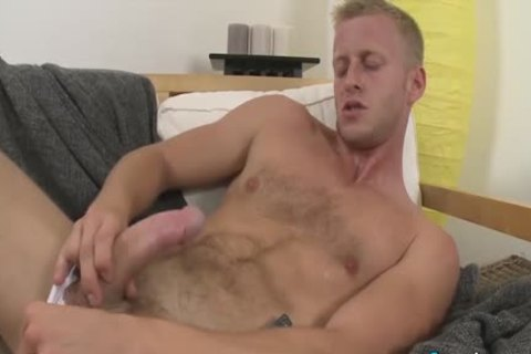 juicy Denis Reed Working Out A Messy Load Out Of his testicles