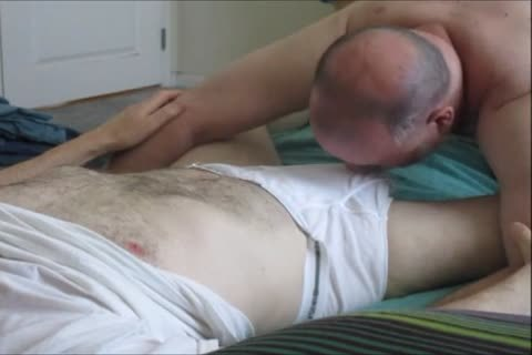 Sensuous engulfing For A big-Dicked guy.  OD clip 206.
