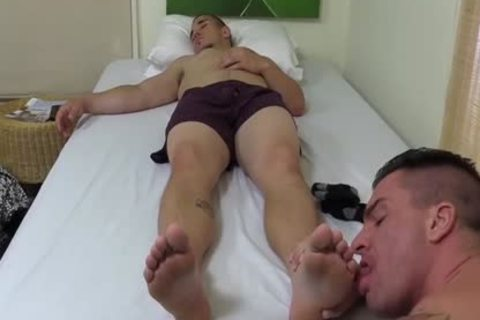 Tattooed And muscular chap Sucks His best friends Toes