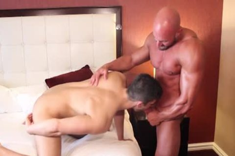Muscle Bodybuilder sextoy And ejaculation