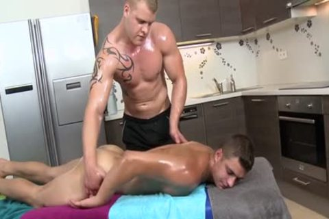 Muscle Daddy butthole job With Massage