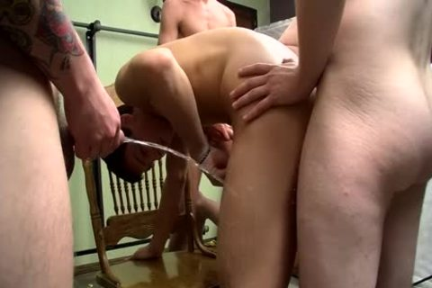 cock-sucker Bryce Corbin Blindfolded And pissed On orgy